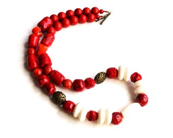 Red White natural coral necklace Ukrainian ethnic style jewelry Chunky Stone necklace Simple Coral Necklace Beaded Necklace Korali Ukraine