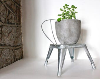 Vintage Metal Chair Plant Stand /Plant Holder /Plant stand /Doll Chair /Vintage Chair Plant Stand/Vintage Metal Chair