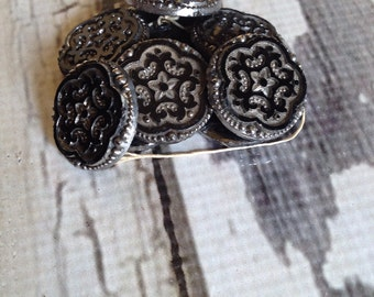 Vintage metal buttons 9 ct