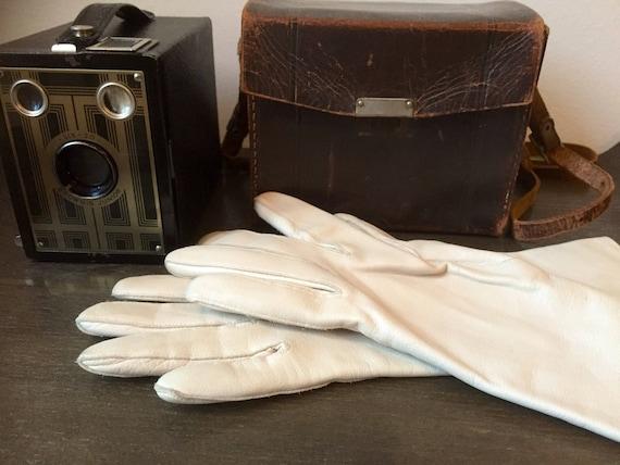 Cream/calfskin/butter soft/greige/leather/vintage/driving gloves/6 1/4