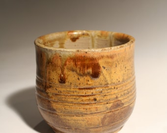 Small ceramic tea bowl (yunomi)