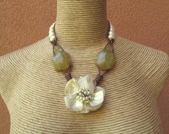 Tortuiose and the Shell Flower with Pearl Chunky Necklace
