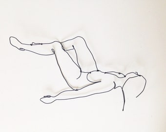 Wire sculpture  - Relaxed woman with raised legs - Body profile - Wire wall art