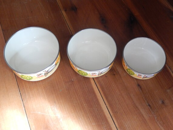 Vintage Enamel Metal Mixing Bowls Set of 3 Kobe Round White