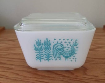 Vintage Pyrex Amish Butterprint refrigerator dish with lid