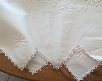 Large Vintage Embroidered Buffet Linen