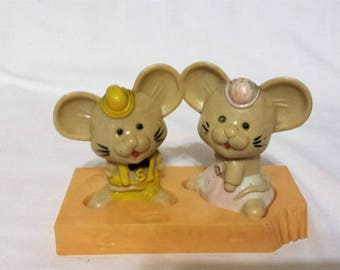 Kitschy Vintage Mice on Cheese Salt & Pepper Shakers, mouse couple, plastic, made in Hong Kong, copyright J5N.Y.