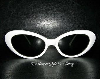 Vintage unworn 1990s retro repro 1950's white Cat Eye Sunglasses Kurt Cobain Rockabilly Kitsch cats eye 80s pin up burlesque grunge