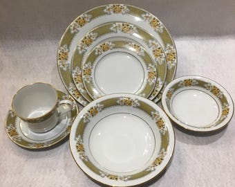 Noritake 7 Piece Table Setting in Autumn Rose by Noritake Autumn Rose 2007 Noritake, Nitto Ware, Noritake Japan, Porcelain