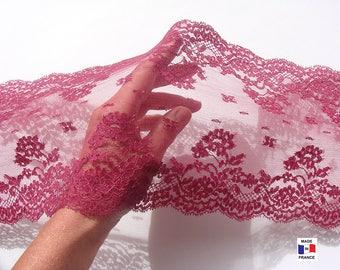 Superbe dentelle de Calais rose foncé - largeur 16,5 cm - vendue au mètre