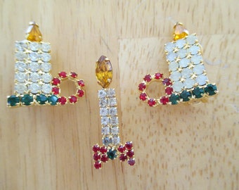 Vintage costume jewelry  / christmas clip on earrings and pin