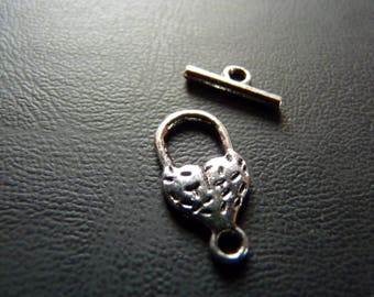 Pretty silver toggle clasp