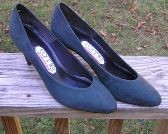 1990s Vintage Connie Dark Green Suede High Heel Shoes with Box, Sz 8 B, 3 In. Heels, Never Worn, Wohl Shoe Co. Vintage Shoes, Pumps