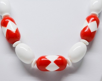 White and red tone plastic beaded necklace