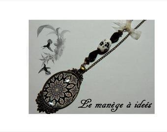 Necklace, pendant, Metal Bronze, cabochon, the rosette in black, Baroque and retro.