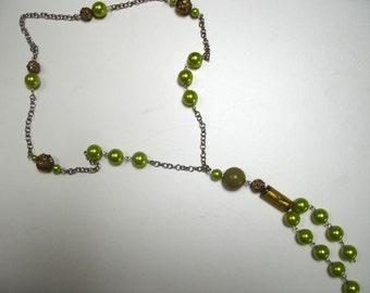 Shiny green necklace