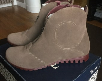 Gorgeous new booties at 40.5 T Think natural leather