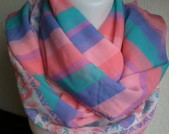 beautiful harmony of colors for this scarf with stripes and floral edge