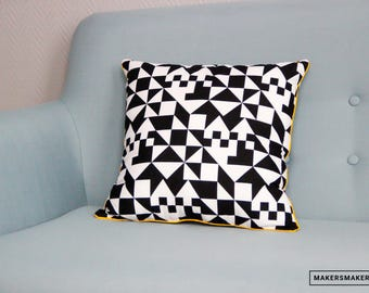 Square cushion geometric black & white