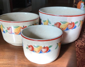 Charming Vintage Set of Nesting Bowls From Harker Hotoven Cookingware
