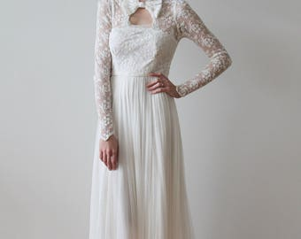 Vintage 1930s Long Sleeved Silk Floral Lace Wedding Gown with Bow on Neckline