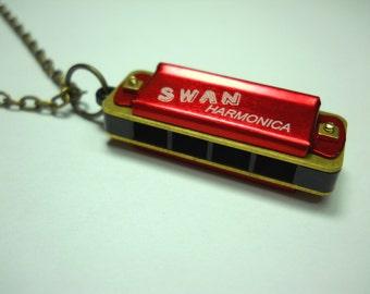 Red Vintage Mini Harmonica Necklace, 4 Hole 8 Notes, Retro Harmonica Pendant Necklace, Musical Instrument, Men's Necklace, Women's Necklace