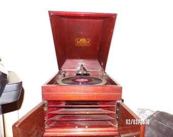 Antique Victrola - VV-IX - Early 1900s Works Great As it Should!!! In great Condition (dusty) - Will ship