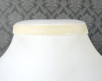 Schmale Creme Kropfband, dünne aus weißem samt Band, Elfenbein gotischen Chocker Boho Vintage Stil Halskette