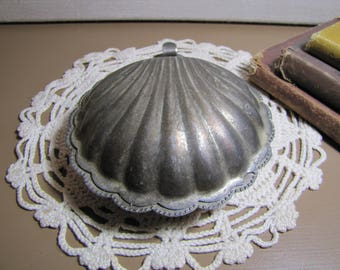 Silverplated Clam Shell Crumb Catcher - Silent Butler - Tarnished Patina