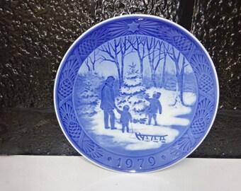 Royal Copenhagen Porcelain Christmas Plate/Choosing The Christmas Tree/Blue & White/Collectors Plate/Wall Plate/Home Decor/Vintage/1979