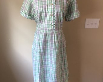 Flattering Vintage green plaid cotton day dress/ house dress with lurex thread/size XL