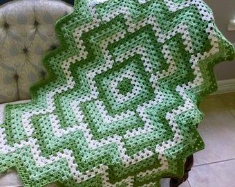 Petit vert au Crochet - Crochet grand-mère couverture Lap ou bébé Afghan - Pantone verdure Design moderne jeté Plaid - couverture taille voyage