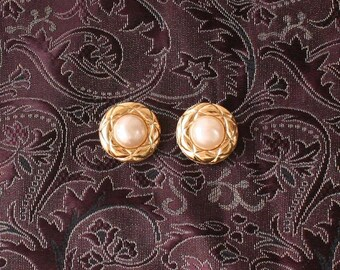 Chanel vintage pearl clip on earrings Gold Authentic