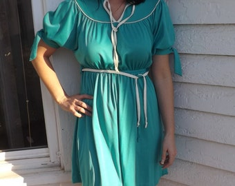70s Green Mini Dress Retro 1970s Vintage XS Petite or Teen