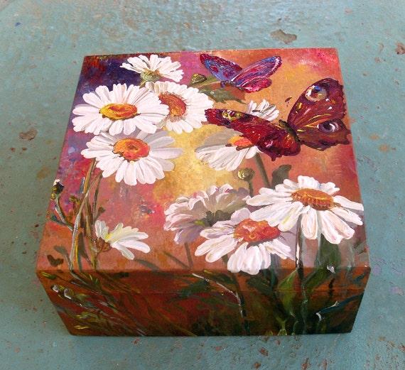 Wooden Keepsake Box - DAISIES AND BUTTERFLIES
