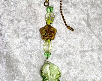 Clearance, Glass Leaf, Fan Pull,  Ceiling Fan Pull,  Green Fan Pull,    Garden Decor, Green and Yellow, Ladybug Focals, Home Decor