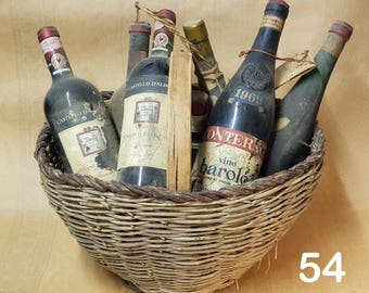 Gift idea Basket in antique wicker, with assortment of 8 fine bottles of assorted antique wine