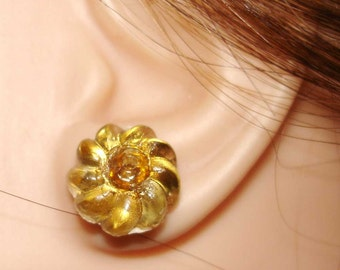 pinwheel flower vintage button earrings