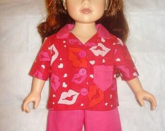 Pyjama court rouge situé dans baiser impression pour poupées de 18 pouces - ag153