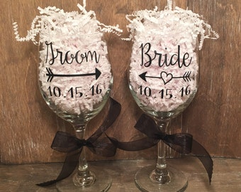 Personalized Bride and Groom Wine Glass Set, Wedding Wine Glasses, Decorative Wine Glasses, Wine Glass Set, Gift, Wine, Wedding, Mr and Mrs
