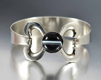 Banded Agate Sterling Silver Bracelet, Vintage Mid Century Irish Bracelet, Bow Bracelet Bangle, Black White Stone Bracelet Stacking Bracelet