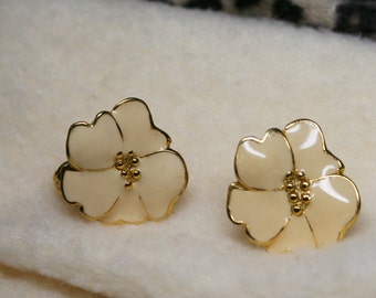 Vintage 1950's Cream Enamel Flower Floral Clip On Earrings - Dogwood Hibiscus Flowers