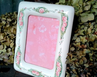 Vintage ceramic frame with beautiful Rose and vine detailing, sits on an easel back, pink floral image paper, glass included, cottage chic