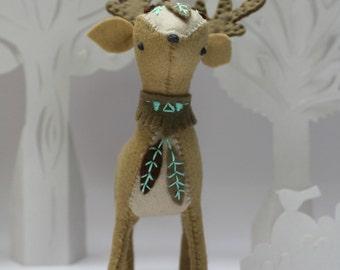 DIY deer kit. Craft Kit. Felt animal. Woodland plush. Home decor. Nursery. Gift. Decoration. Animal totem. Sewing pattern. DIY gift