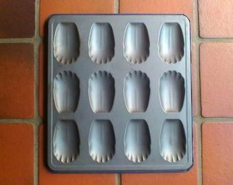 Vintage French madeleine baking tin