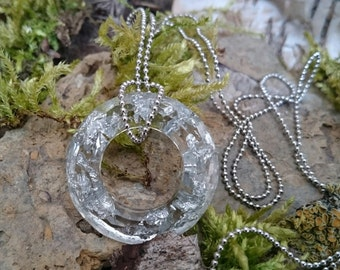Resin - timeless crystal clear Crystal Necklace with silver metal Flake (5) - resin