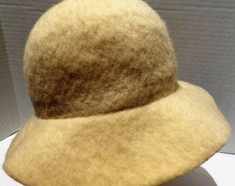 1970s Vintage Cloche Hat White Wool Felt Brim Made in England