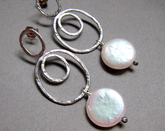 Hammered circle earrings with coin pearls and sterling silver post earwires, bridal jewelry, wedding earrings, long