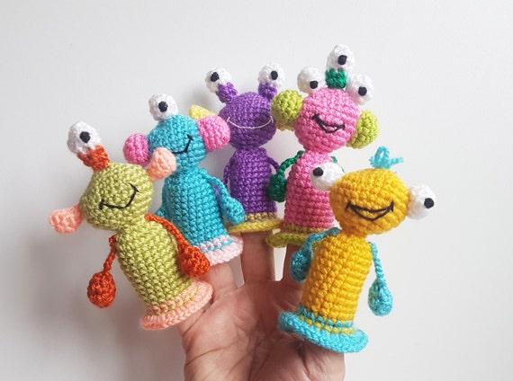 Monstruos títeres crochet juguetes dedos teatro alienígenas