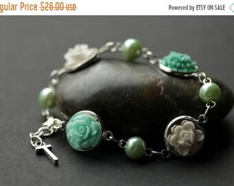 Fête des mères jour vente Bracelet fleur Aqua. Bracelet fleur turquoise avec lettre personnalisée. Fleur et Aqua Bracelet de perles en argent. H